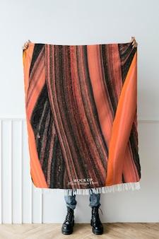 Marmurowy koc w czarno-pomarańczowej ręcznie robionej sztuce eksperymentalnej