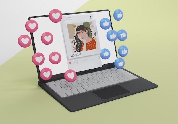 Media społecznościowe na makiecie urządzenia