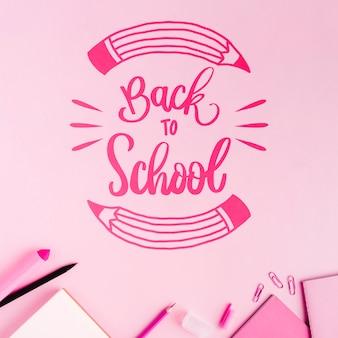 Mieszkanie leżało z powrotem do szkoły z różowym tłem