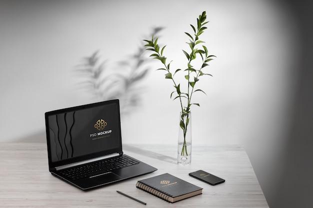 Minimalistyczna koncepcja martwej natury biurka biznesowego