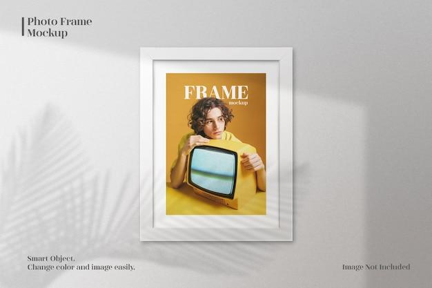 Minimalistyczna makieta ramki na zdjęcia z realistycznym cieniem
