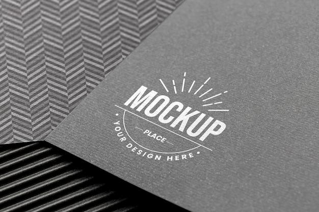 Minimalna kompozycja z makietą karty brandingowej firmy