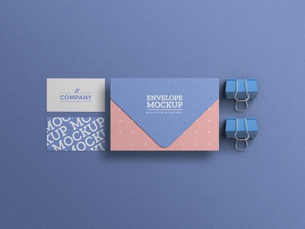 Minimalna koperta z makietą wizytówki
