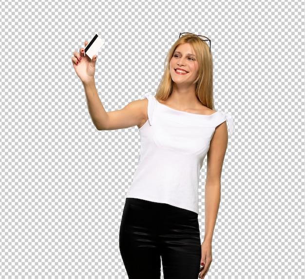 Młoda blondynki kobieta z skołatanym mienia łamającym smartphone