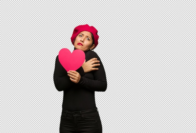 Młoda kobieta w valentines dzień będzie zimno ze względu na niską temperaturę