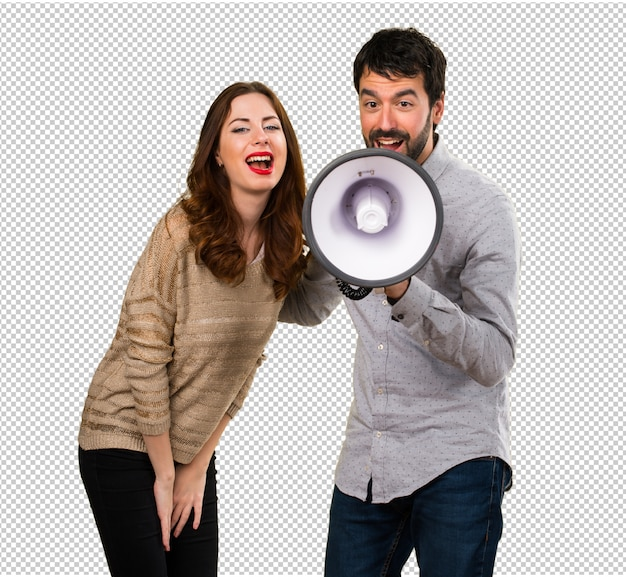 Młoda para trzyma megafon