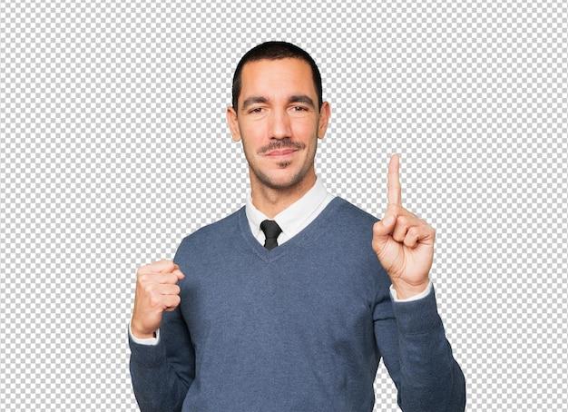 Młody człowiek robi gest numer jeden