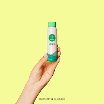 Mockup produktów kosmetycznych z ręką