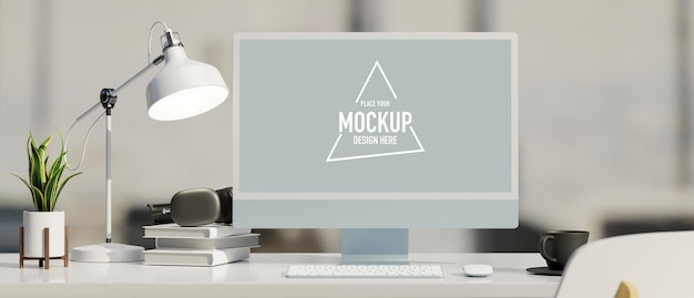 Monitor komputerowy z ekranem makiety na stole z artykułami biurowymi