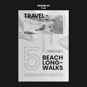 Monochromatyczny pionowy szablon plakatu na długie spacery po plaży