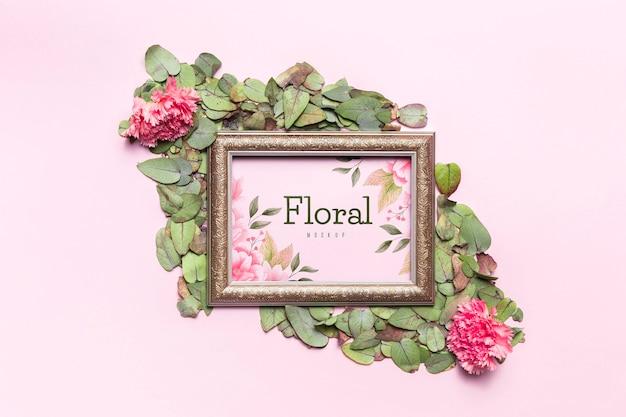 Naturalna rama z kwiatami i liśćmi