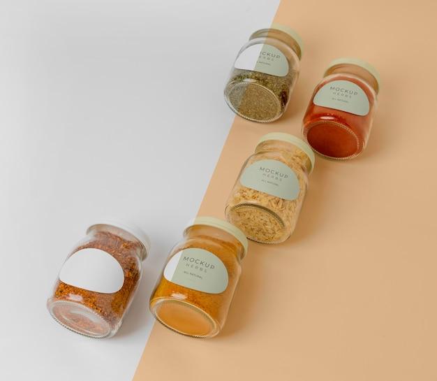 Naturalne przyprawy z etykietą makiety