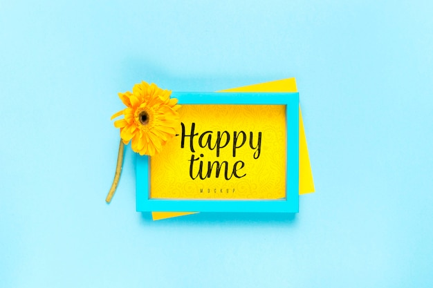 Niebieska ramka z żółtą stokrotką