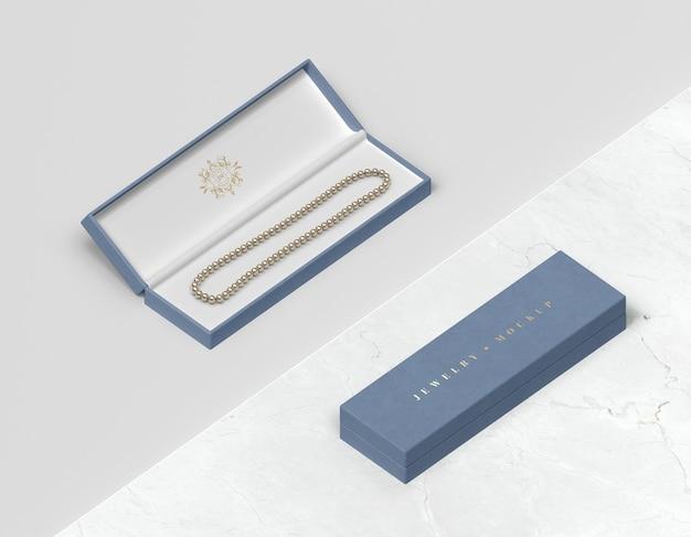 Niebieskie pudełka na biżuterię z bransoletą