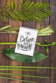 Notatnik makieta z tropikalnych liści