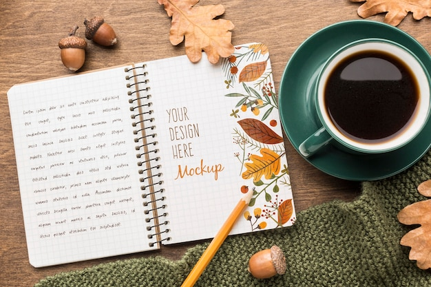 Notatnik z filiżanką kawy