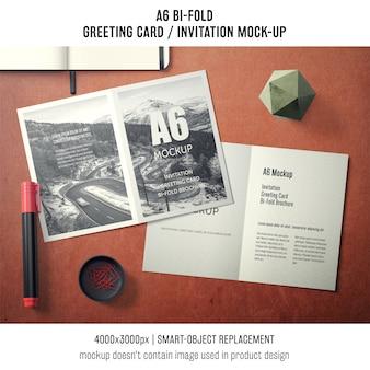 Nowoczesne a6 bi-fold makieta z życzeniami