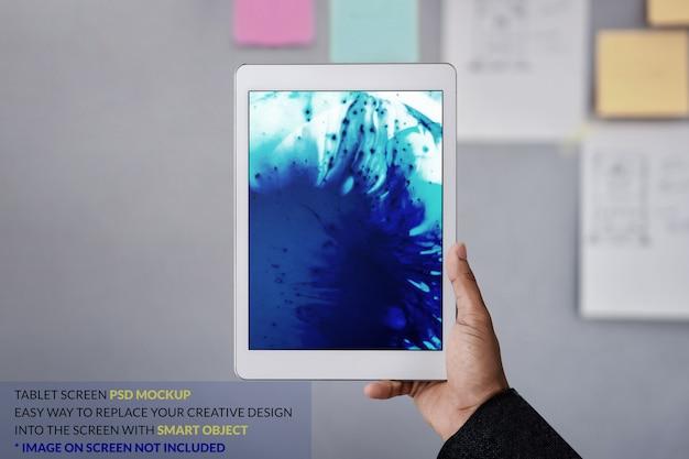 Obraz makiety tabletu. cyfrowy tablet na rękę z szablonem ekranu
