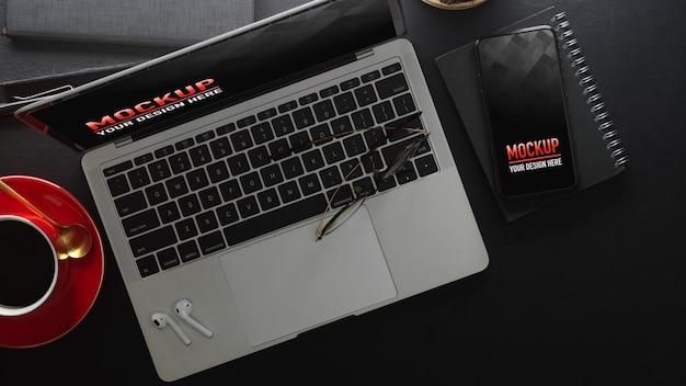 Obszar roboczy z makietą laptopa i smartfona