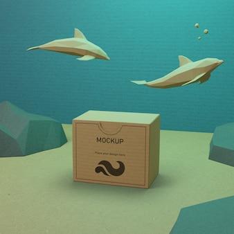 Oceaniczne życie morskie i kartonowe pudełko z makietą