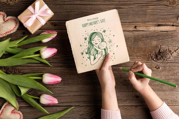 Odgórnego widoku matek dnia pojęcie z kwiatami