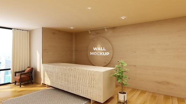 Okrągła makieta z drewnianym logo w projekcie ściany biura