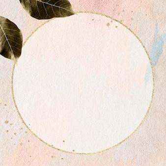 Okrągła złota rama na pastelowym różowym wzorzystym projekcie makiety ściennej