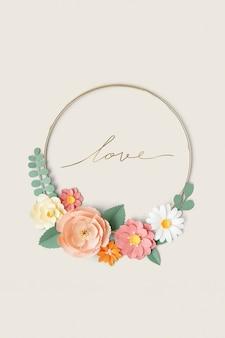 Okrągła złota rama z makietą kwiatów z papieru rzemieślniczego