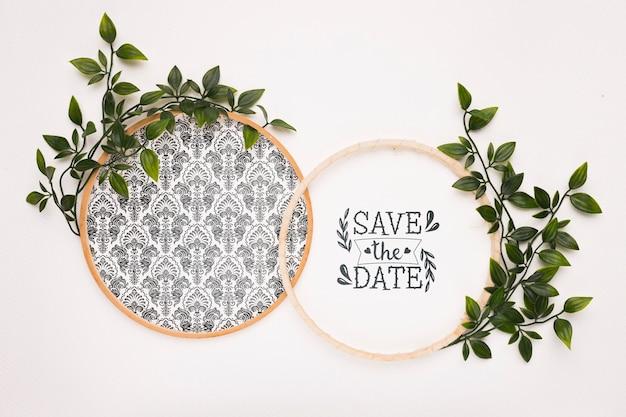 Okrągłe ramki z liśćmi zapisują makietę daty