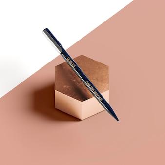 Ołówek na abstrakcyjnym kształcie plastra miodu
