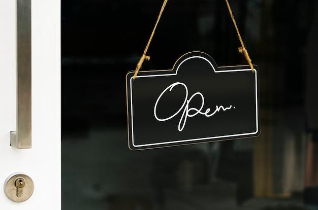 Otwórz, drewniane drzwi makieta znak