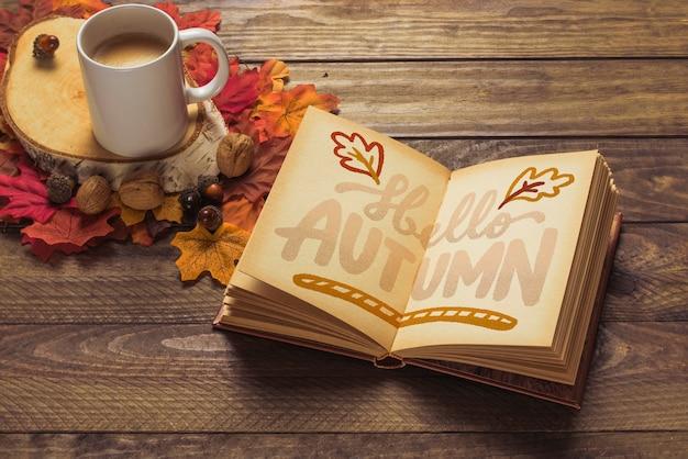 Otwórz książkę makieta z jesieni koncepcji