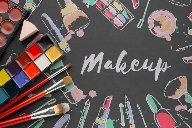 Paleta makijażu na stole makiety