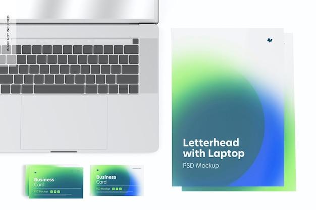 Papier firmowy z makietą laptopa, widok z góry