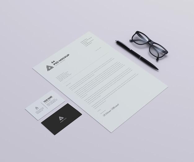 Papier firmowy z makiety wizytówek