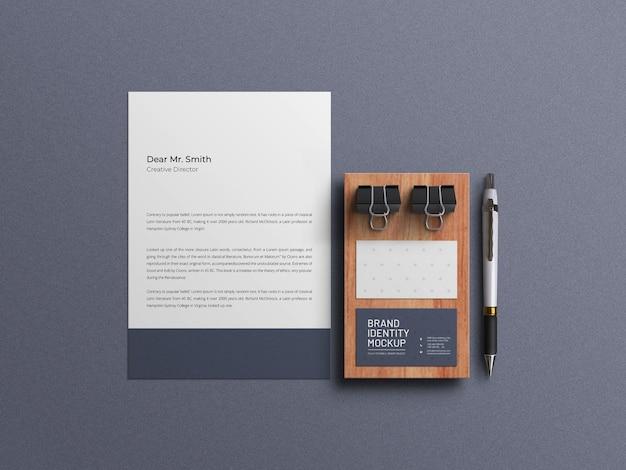 Papier firmowy z zestawem papeterii wizytówkowej makieta