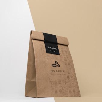 Papierowa torba z makietą do kawy