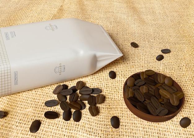 Papierowa torba z makieta ziaren kawy