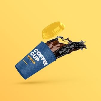 Papierowy kubek kawy latający z odrobiną kawy i makietą cap off