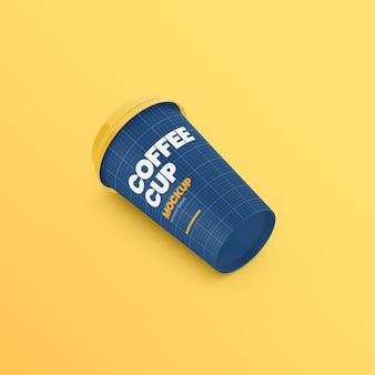 Papierowy kubek kawy na ziemi makieta