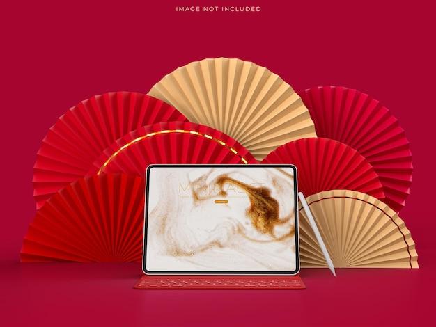 Papierowy medalion wachlarzowy jako dekoracja chińskiego nowego roku z makietą laptopa