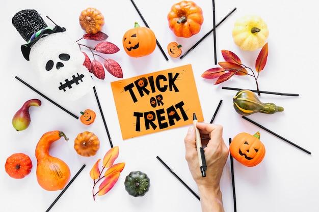 Papierowy okładkowy mockup z halloween pojęciem