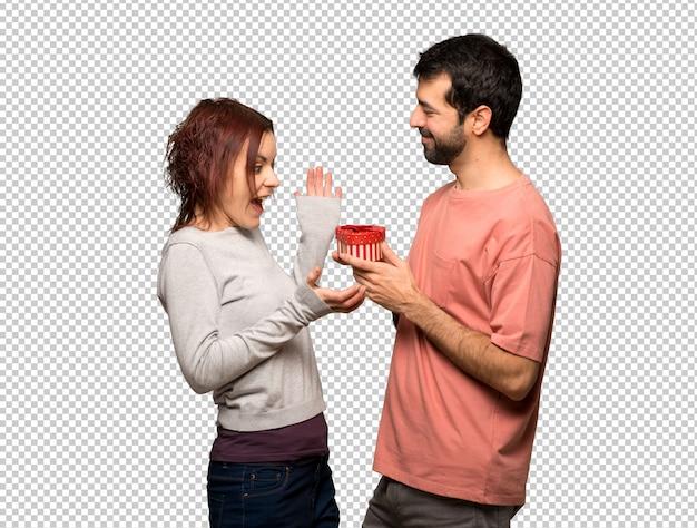 Para w walentynki gospodarstwa pudełko
