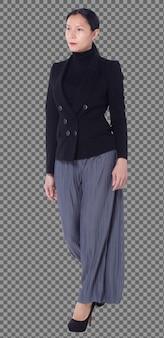 Pełna długość 40s 50s azjatyckich lgbt kobieta czarne włosy czarne spodnie garnitur stoją z tyłu widok z boku na białym tle. kobieta idzie w kierunku butów na wysokich obcasach i pracuje mądrze na białym tle na białym tle