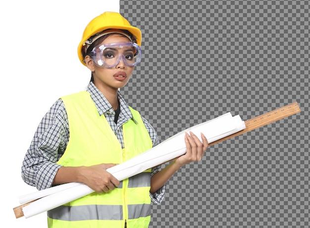 Piękna kobieta inżynier azjatyckich architekt w biały kask, bezpieczeństwo ogromne, okulary ochronne gogle i młotek, papier struktury plan, studio białe tło na białym tle