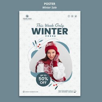 Pionowy plakat na zimową wyprzedaż