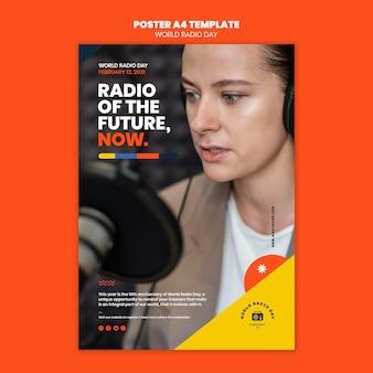 Pionowy plakat przedstawiający światowy dzień radia z nadawcą i mikrofonem