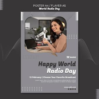 Pionowy plakat światowego dnia radia z nadawcą płci żeńskiej