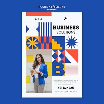 Pionowy szablon plakatu dla biznesu z elegancką kobietą