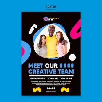 Pionowy szablon plakatu dla kreatywnego zespołu korporacyjnego